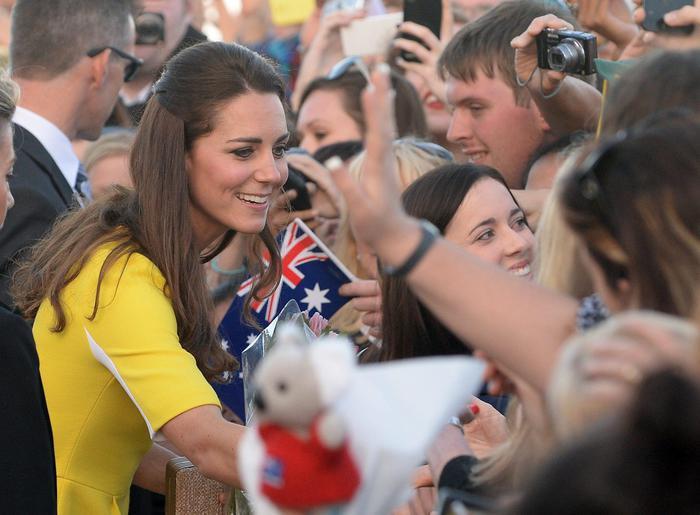 William, Kate e George in Australia il vestitino color canarino della Duchessa04
