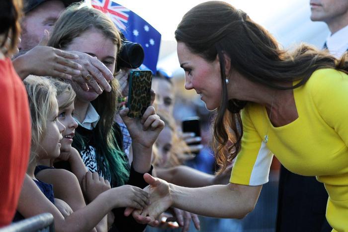 William, Kate e George in Australia il vestitino color canarino della Duchessa05