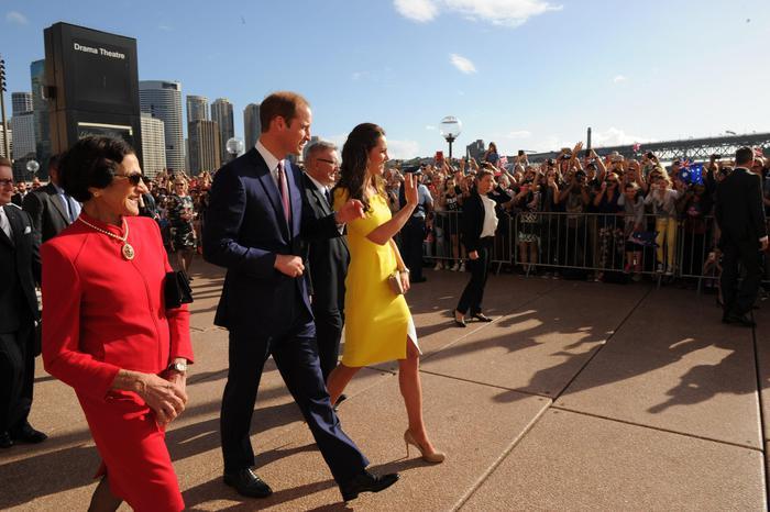 William, Kate e George in Australia il vestitino color canarino della Duchessa06