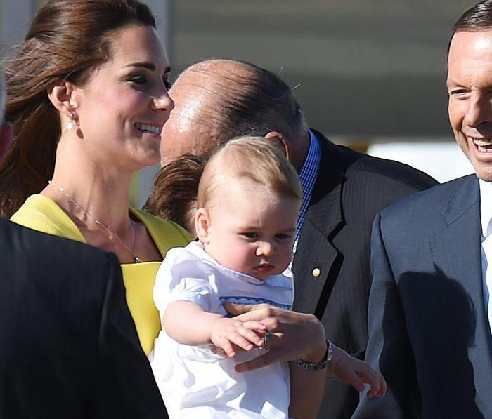 William, Kate e George in Australia il vestitino color canarino della Duchessa07