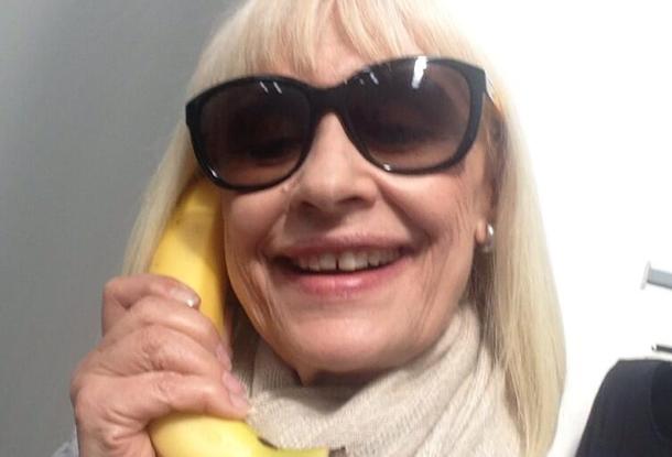 Dani Alves, anche Raffaella Carrà su Twitter con la banana01