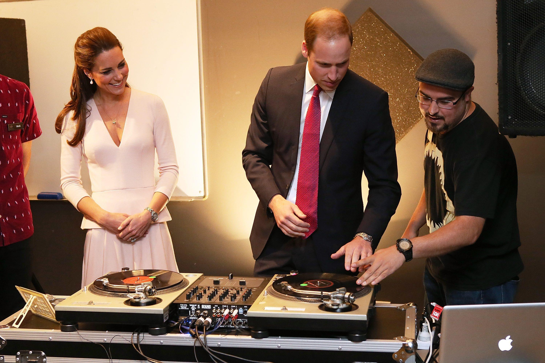 William e Kate ''scratchiano'' come veri deejay02