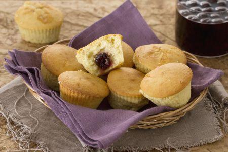 Ricette di dolci: muffin alla vaniglia ripieni all'amarena