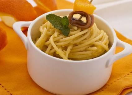 Ricette di primi: spaghetti alle alici al profumo di arancia
