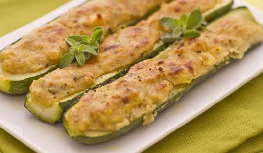 Zucchine ripiene alla ligure con pane e alici