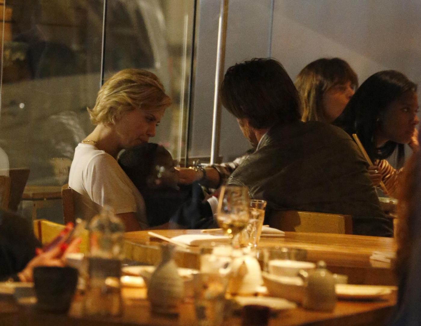 Sean Penn, Charlize Theron, cena in famiglia a Londra01