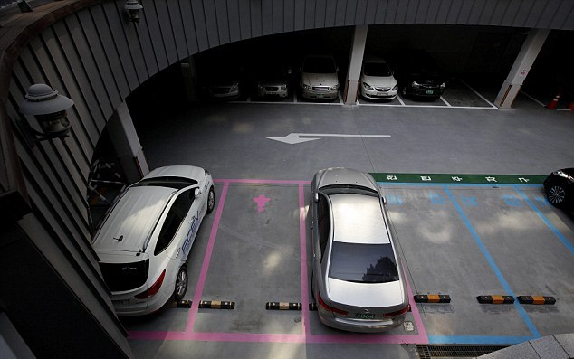 Seul, parcheggi rosa riservati alle donne 01