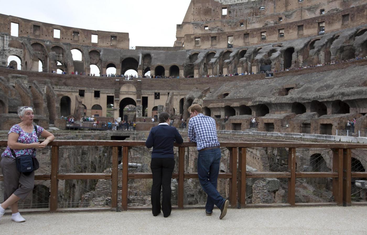 Non solo Obama: anche il principe Harry visita il Colosseo01