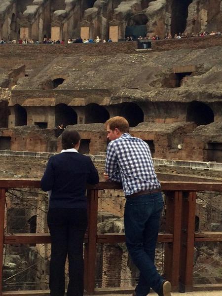 Non solo Obama: anche il principe Harry visita il Colosseo05
