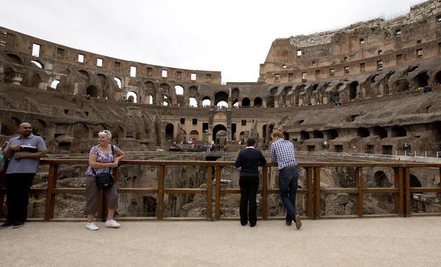 Non solo Obama: anche il principe Harry visita il Colosseo04