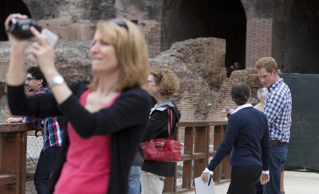Non solo Obama: anche il principe Harry visita il Colosseo03