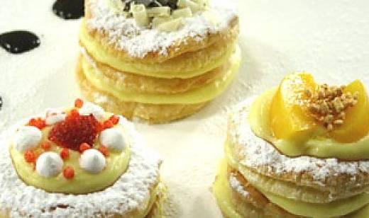 Ricette di dolci: mini millefoglie crema e frutta