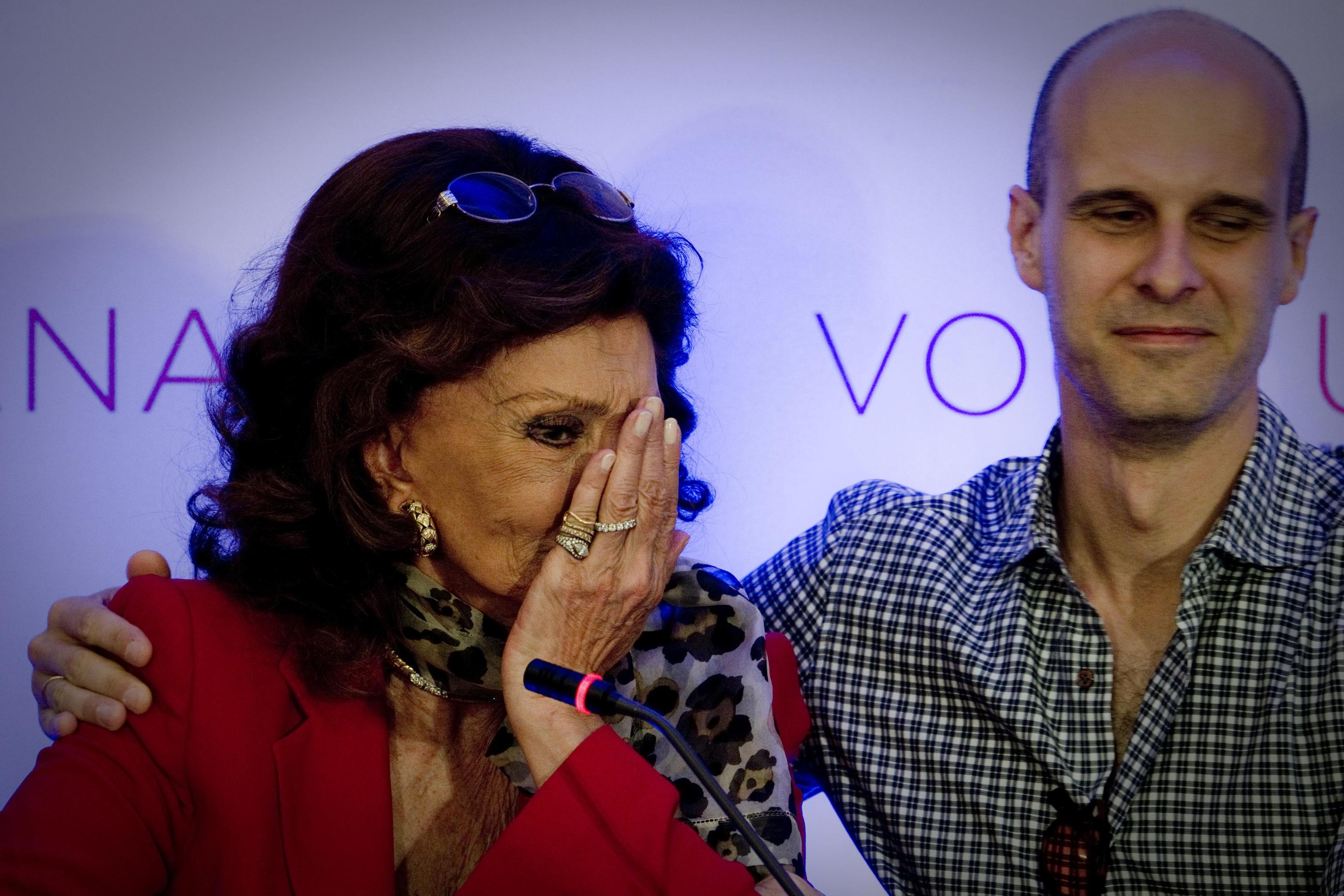 Sofia Loren si commuove 09