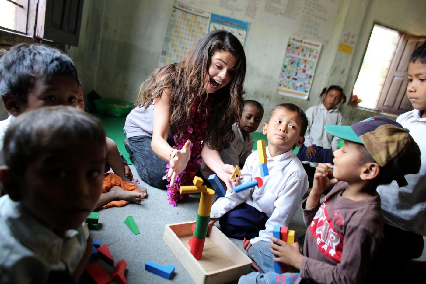 Selena Gomez in Nepal come ambasciatrice Unicef