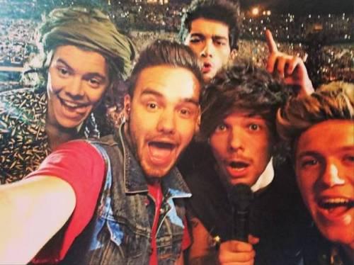 One Direction a Milano: fan in delirio, genitori disperati