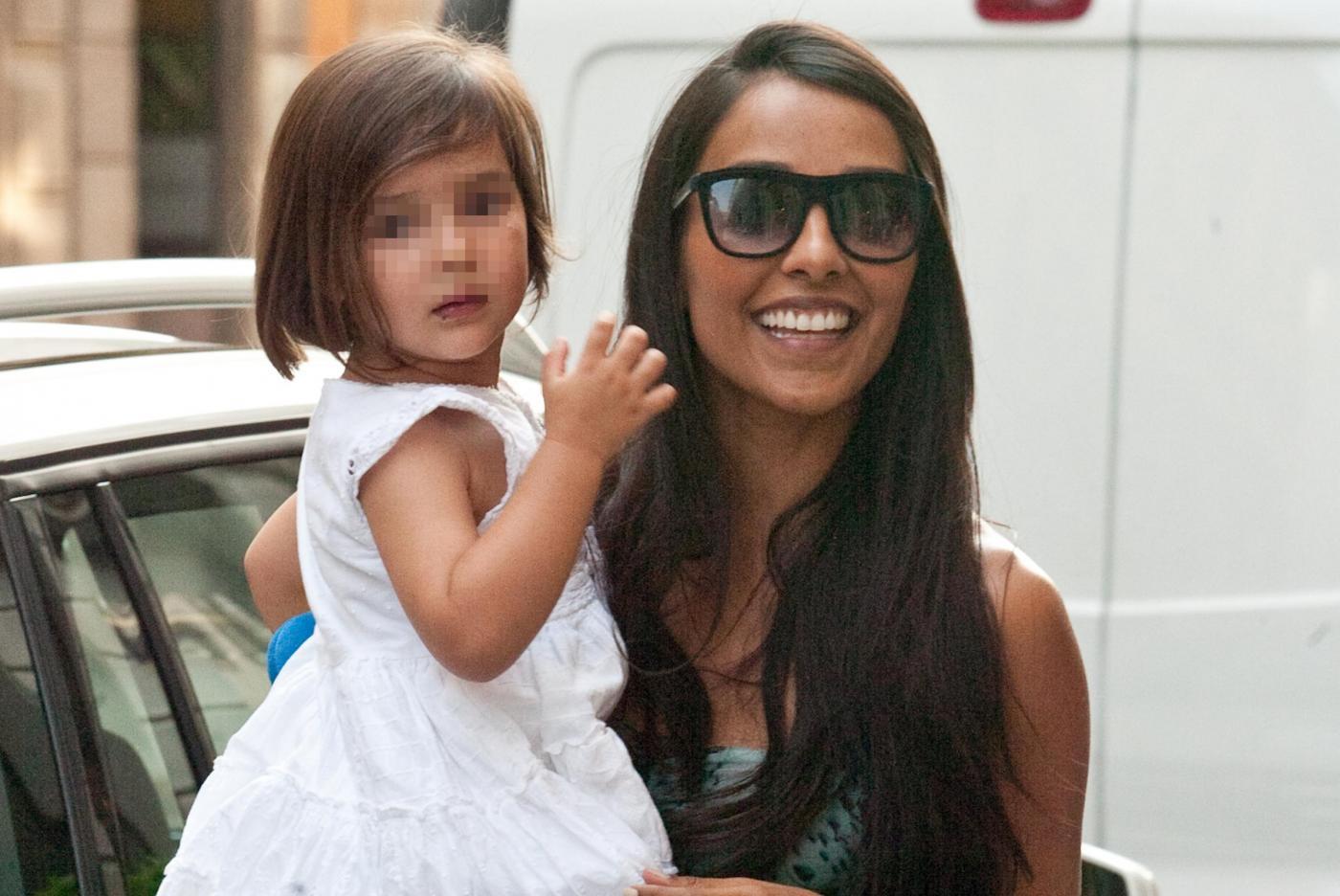 Juliana Moreira passeggia con Edoardo e la piccola Lua Sophie 02