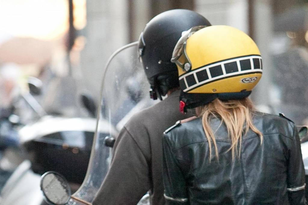 Massimo Ambrosini e la moglie Paola, shopping in gioielleria a ...