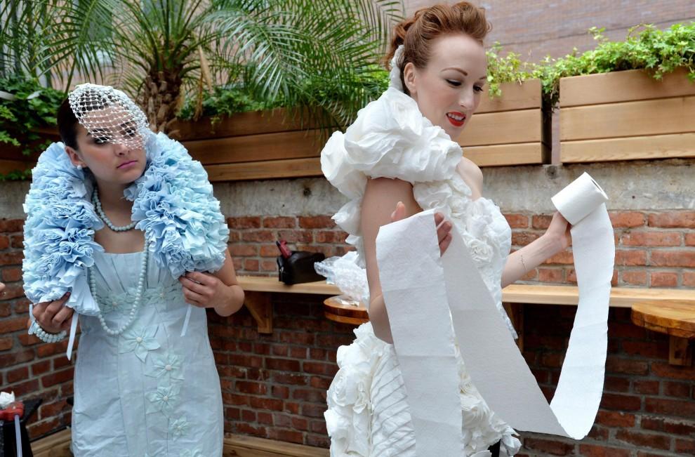 New York, l'abito da sposa è di carta igienica 06