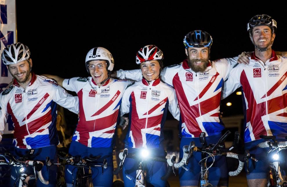 Pippa Middleton in bicicletta per beneficenza02