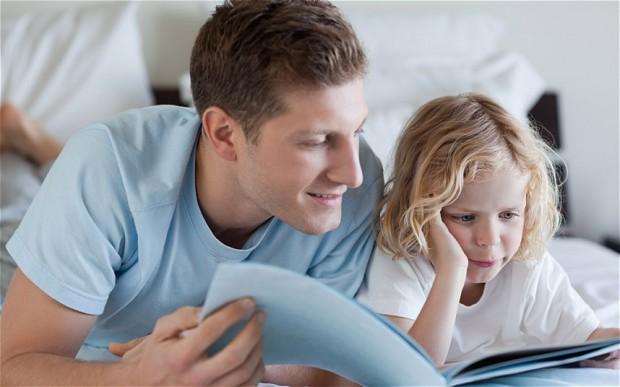 Leggere fiabe ad alta voce ai propri figli fa bene a loro sviluppo