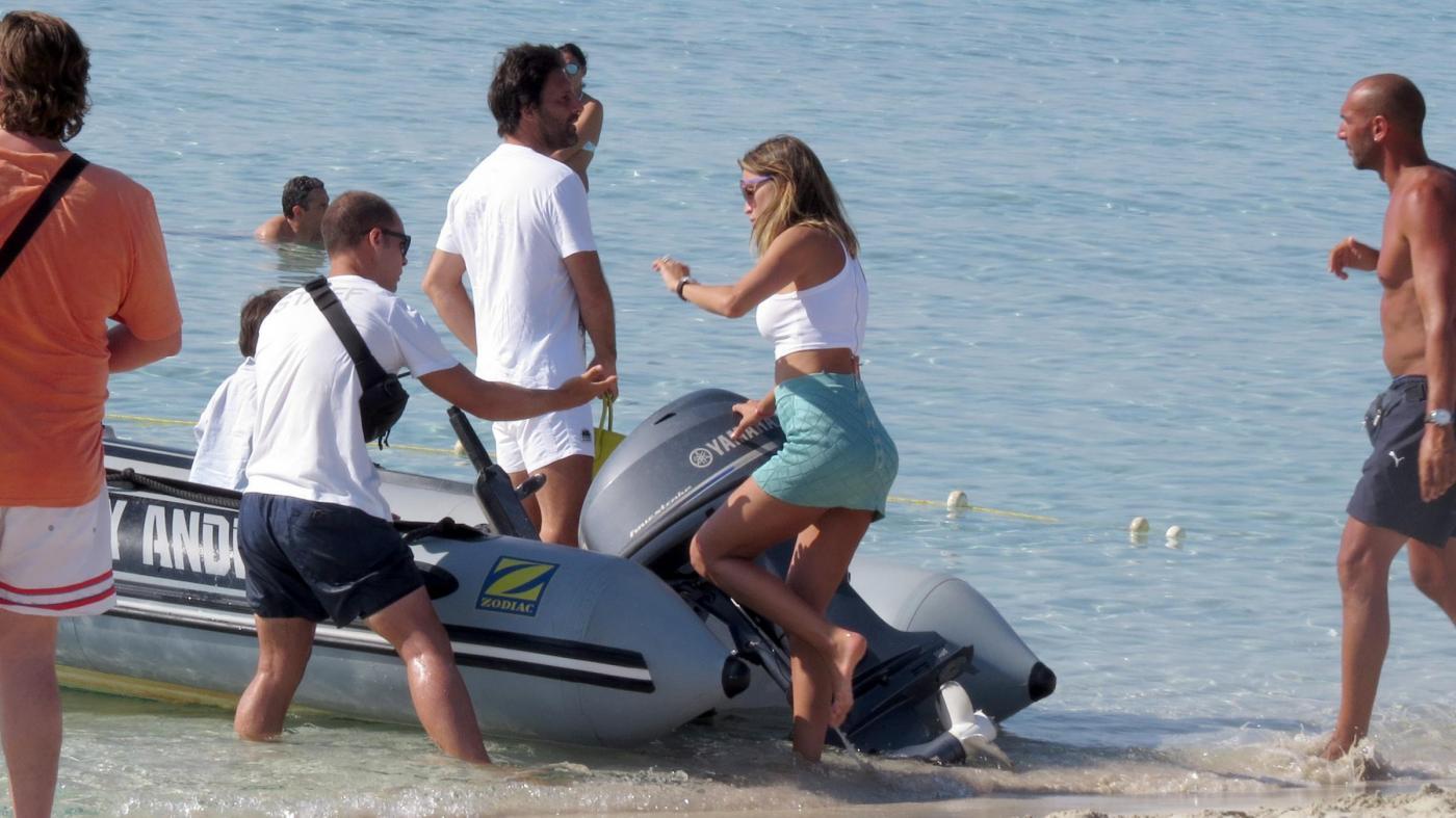 Claudia Galanti a Formentera con Arnaud e i figli04