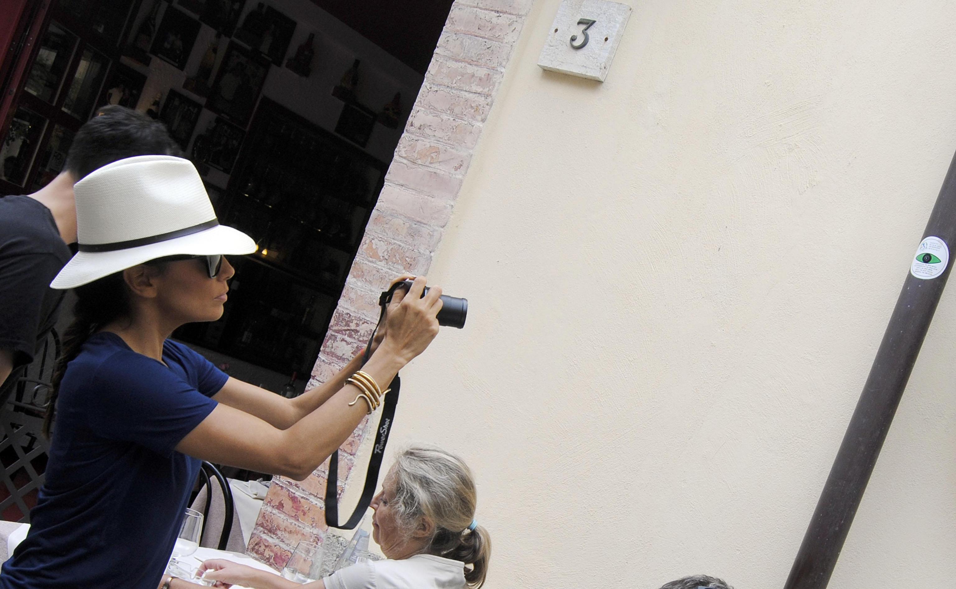 Eva Longoria in tubino di pelle nera al Taormina FilmFest 12