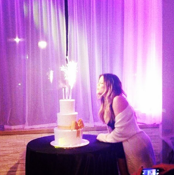 Khloé Kardashian festeggia i suoi 30 anni (foto)