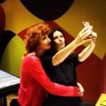 Laura Pausini e Fiorella Mannoia, selfie insieme abbracciate (foto)