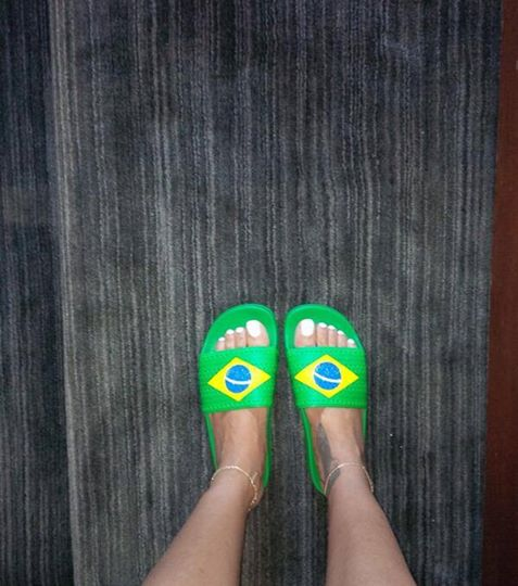 "Rihanna tifa Brasile. Eccola con le ciabatte ""carioca"""
