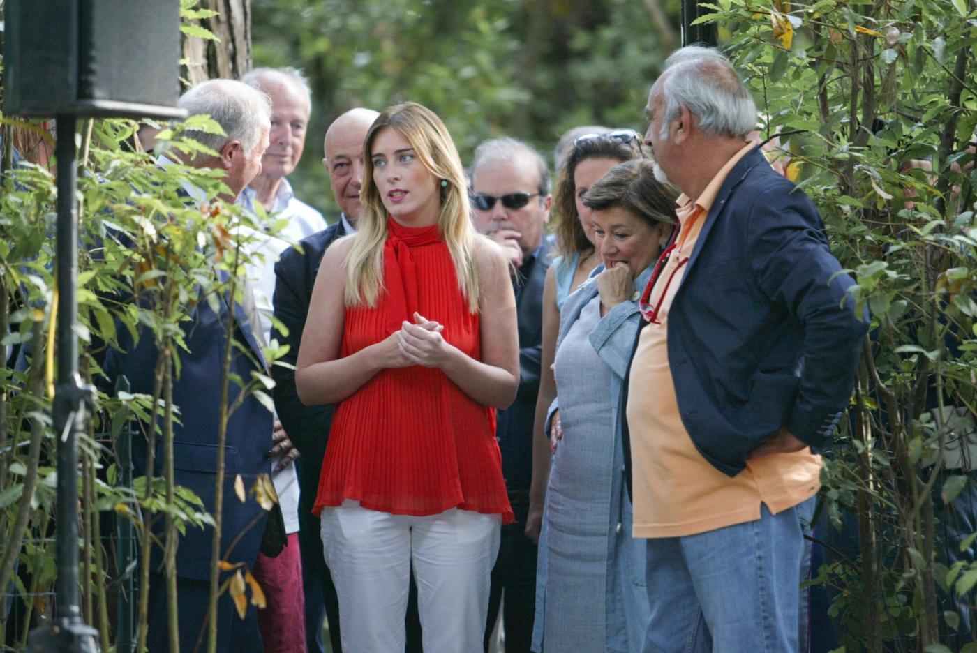 Maria Elena Boschi in Versilia col padre e senza scorta07