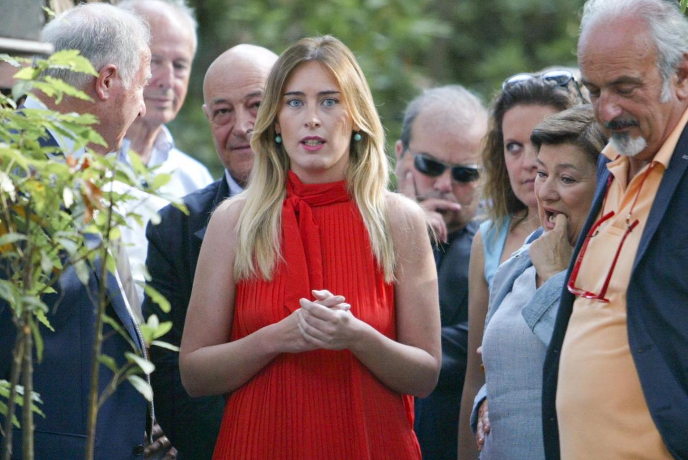 Maria Elena Boschi in Versilia col padre e senza scorta05