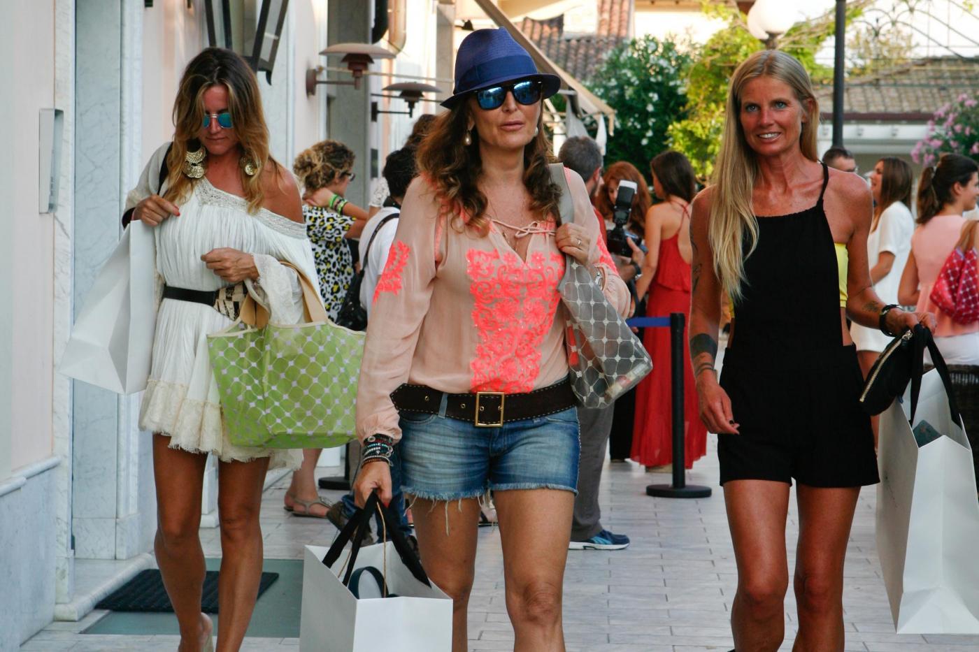 Daniela Santanché, in short di jeans al party: tutti i look della pitonessa06