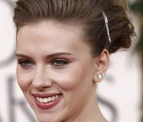 Scarlett Johansson, bella e seducente per il nuovo ombretto Dolce e Gabbana