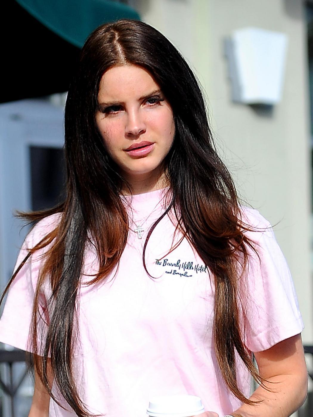 """Lana Del Rey: """"Sono stata a letto con molti uomini dell'industria discografica"""""""