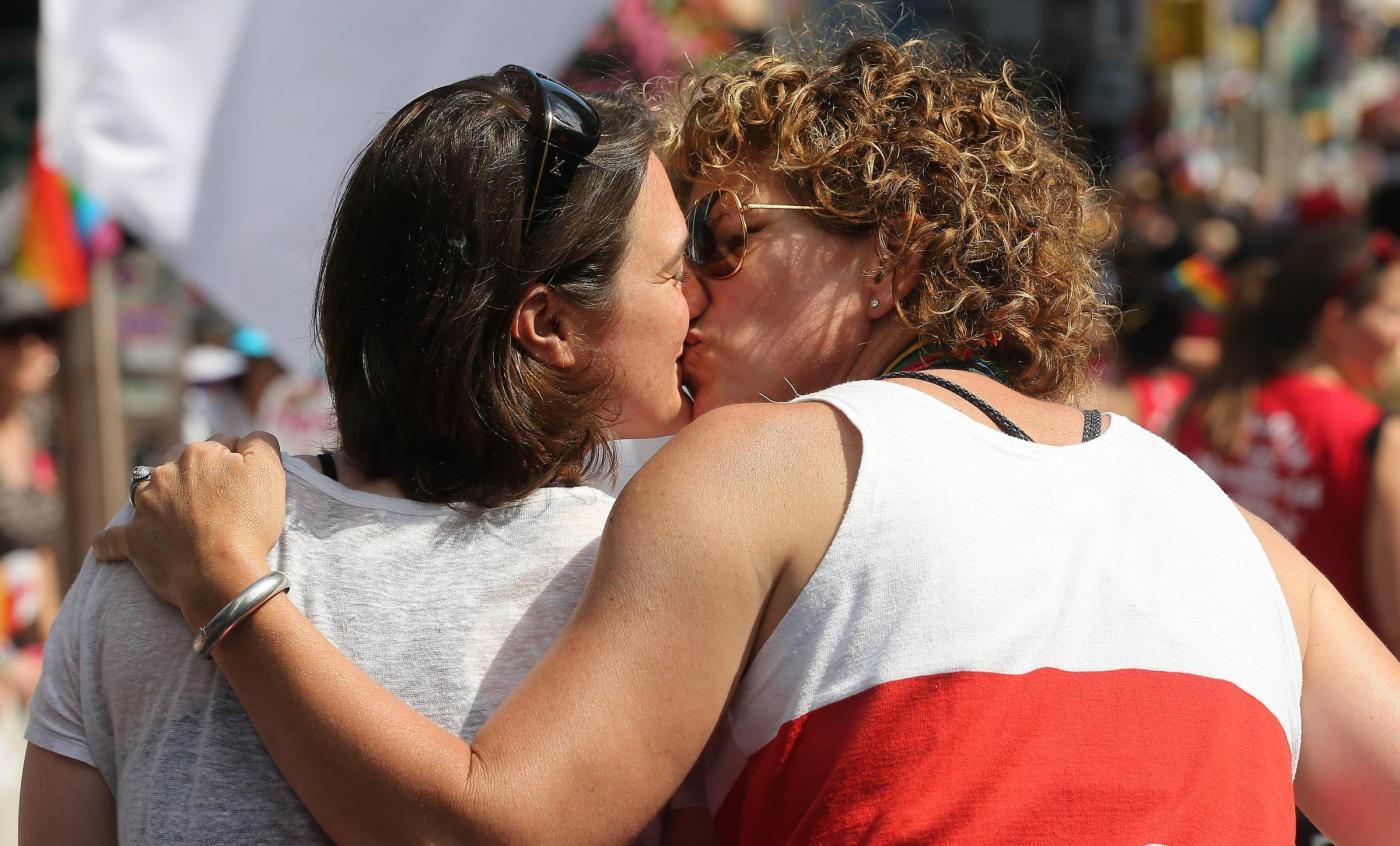 Genitori omosessuali? Figlio cresce più felice e in salute
