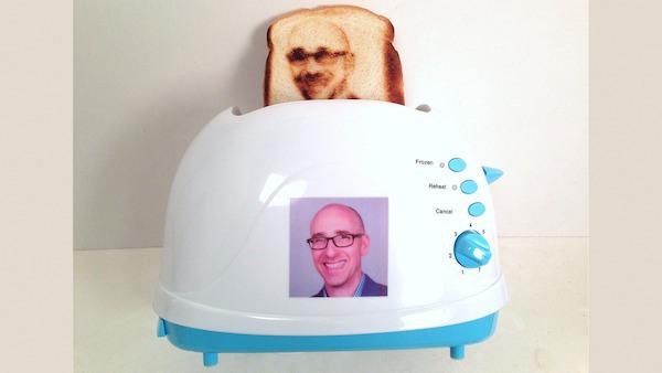 """""""Toasted selfie"""", il tostapane che sforna fette con la tua faccia (foto)"""