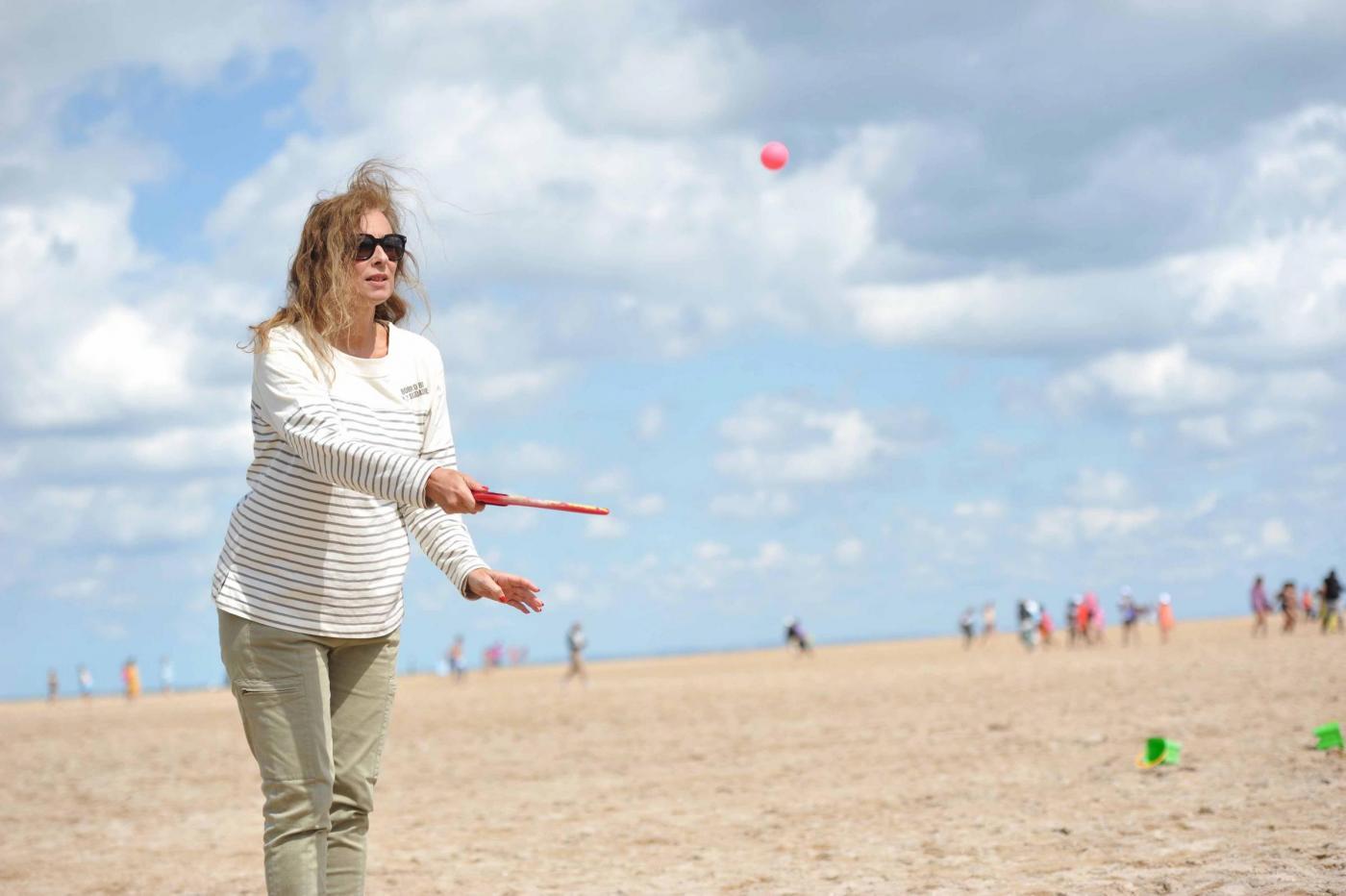 Valerie Trierweiler visita i bimbi disaggiati in Normandia06