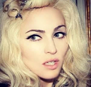 Da Madonna a Gwen Stefani: le star che non amano l'abbronzatura (foto - pallida4-300x287