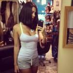 Belen Rodriguez cambia look? Caschetto nero e capelli lisci