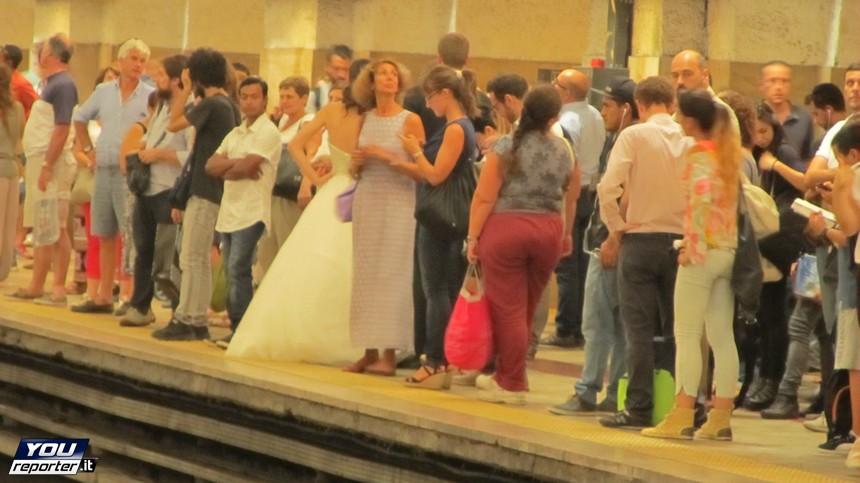 Roma: sposa va all'altare in metro (FOTO)