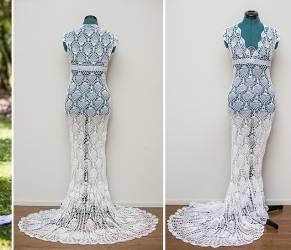 Si cuce da sola l'abito da sposa. Spesa totale: 30 dollari (VIDEO)