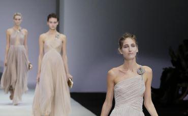 """Giorgio Armani incanta Milano con la nuova collezione """"Sabbia"""" (FOTO)"""