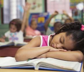 Insonnia per un milione di bambini: allarme dei pediatri