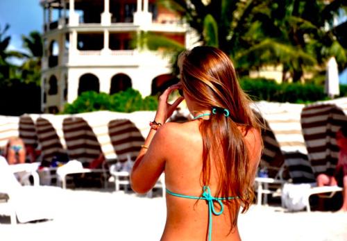"""Thailandia: """"Non garantiamo sicurezza a turiste in bikini"""". GB in protesta"""