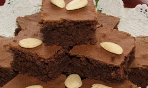 Ricette di dolci: torta al cacao con mandorle e caffè