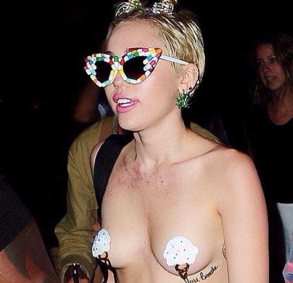 Miley Cyrus in topless al party dello stilista Alexander Wang (FOTO)