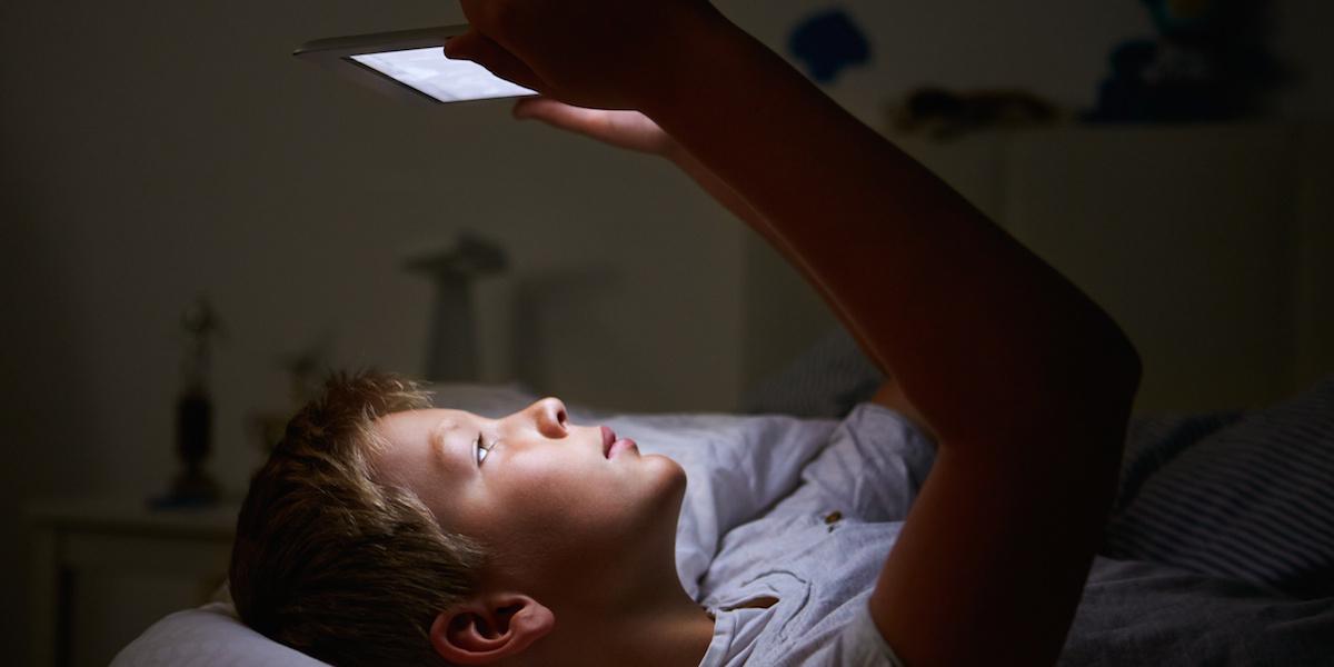 """Adolescenti senza sonno, appello dei pediatri: """"A scuola più tardi"""""""