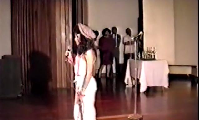 Shakira canta in chiesa a 12 anni VIDEO