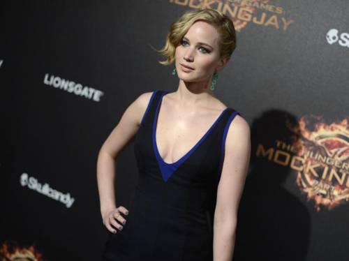 Jennifer Lawrence nuda sul web, foto rubate. Star: nessun diritto di privacy?