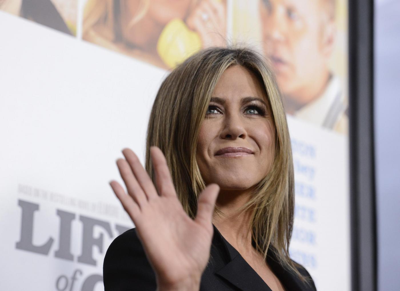 Jennifer Aniston, lo spray viso da 14 euro che usa per una pelle radiosa